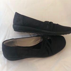 Easy Spirit Shoes - Easy Spirit black slip on flats size 9